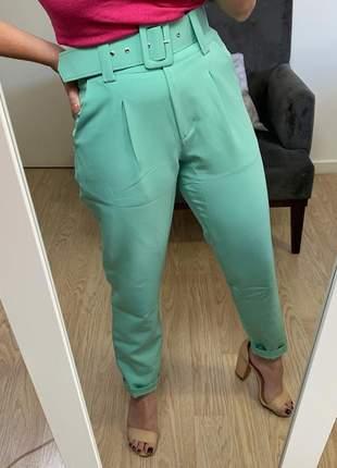 Calça social feminina alfaiataria com cinto encapado forrado verde menta