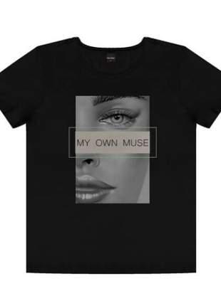 T-shirt com estampa feminina preto