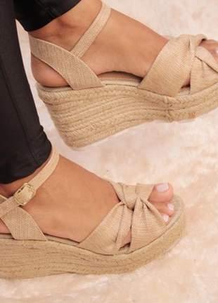 Sandália anabela laço nude