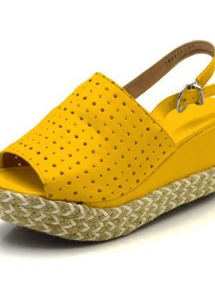 Sandália anabela perfurada salto médio napa amarela