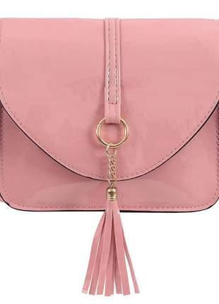 Bolsa transversal feminina verniz tassel detalhes metálicos cor preto