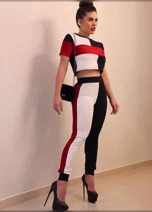 Conjunto calça skinny e cropped, desenvolvido em crepe dior.