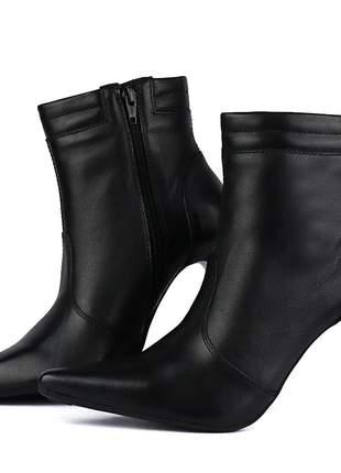 Bota feminina em couro salto alto fino sapatofran ankle com zíper preto