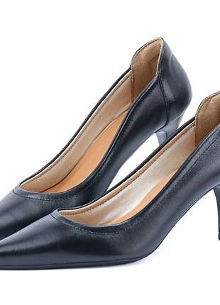 Scarpin em couro salto médio e bico fino preto sapatofran feminino