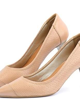Scarpin em couro salto fino médio e bico fino sapatofran nude rose feminino