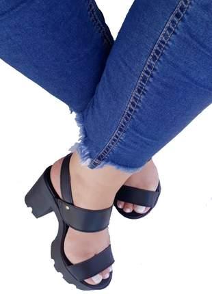 Sandália feminina tratorada preta tira salto alto grosso conforto