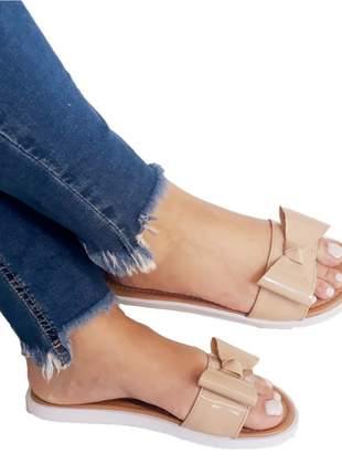 Sandália chinelo feminino rasteirinha rasteira laço verniz nude - diva sapatilhas