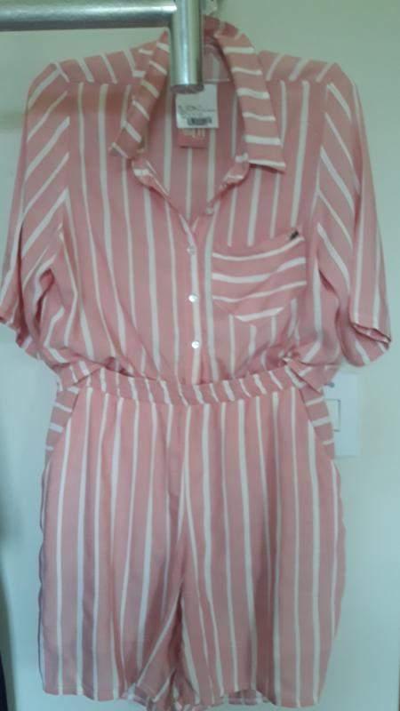 Conjunto em viscose shorth e camisa com botões  . pode usar amarrada ou solta. tam. g