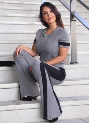 Conjunto feminino de blusa e calça flare