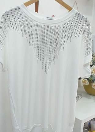 Blusa ampla branca com brilhos