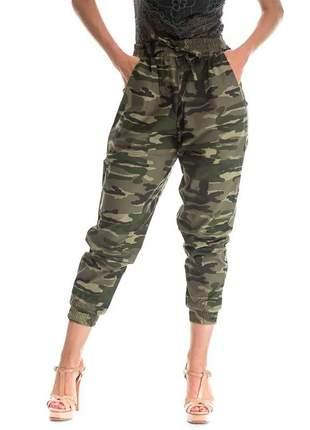 Calça jogger feminina camuflada