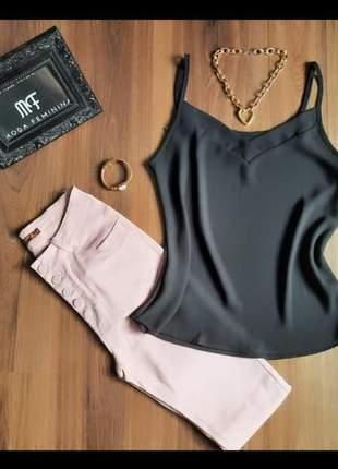 Calça com botões de sarja com lycra rosê, cintura alta
