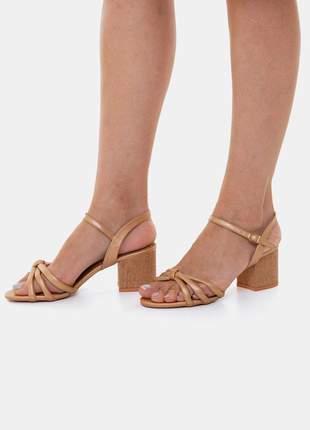 Sandália salto bloco médio metalizada ocre pitteli