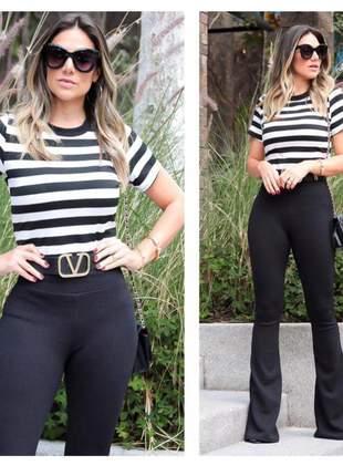 Conjunto feminino de calça flare e blusa de manga curta