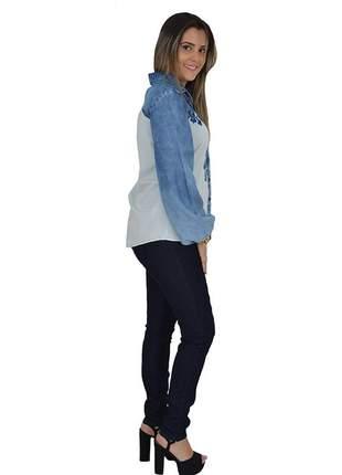 Camisa jeans bordada lança perfume promoção