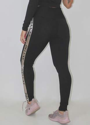 Calça legging fitness deluxe preta detalhe elastico