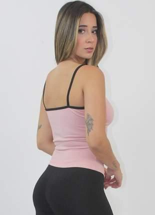 Cropped fitness rosê com preto e detalhe tela decote