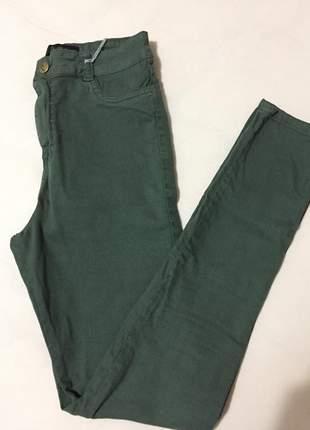 Calça hot pants verde militar com elastano