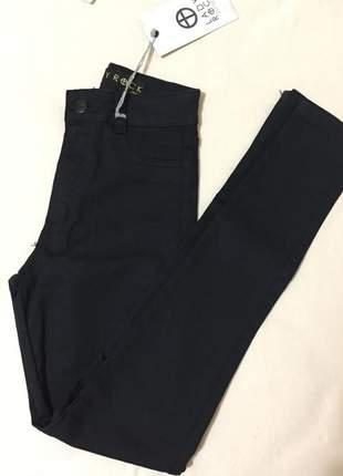 Calça jeans cintura alta e com elastano preta