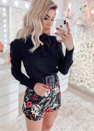 Shorts cintura alta estampa floral preto com cinto