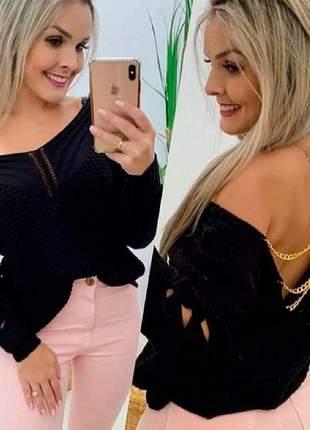 Blusa tricot corrente nas costas nua detalhe