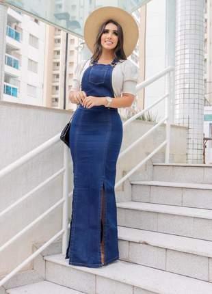 Vestido jardineira jeans com fenda super moderno