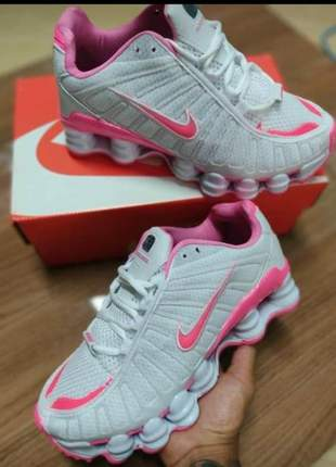 Tenis nike 12 molas branco com rosa ideal para o dia a dia