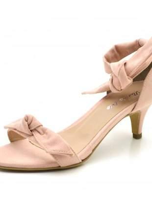 Sandália social rosa claro salto baixo fino com laço amarrar na perna