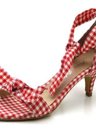 Sandália social xadrez de vermelho salto baixo fino com laço amarrar