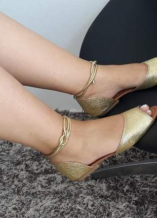 Sandália flat feminina rasteira dourada amarração