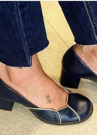 Sapato feminino boneca de couro azul marinho e salto grosso dali shoes