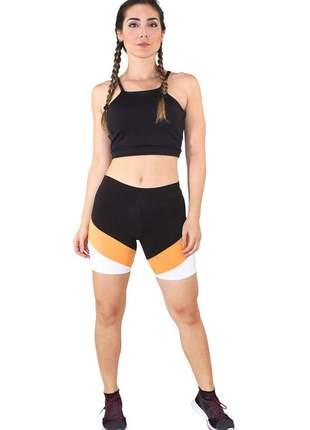 Conjunto fitness cropped preto e shorts com faixas preto com branco e amarelo moda fitnes