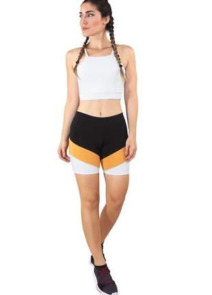 Conjunto fitness cropped branco alcinha e short fitness preto com faixa amarelo e branco
