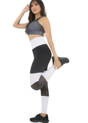 Conjunto calça legging preto e branco com tela cropped branco com tela moda fitness