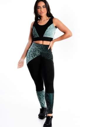 Conjunto cropped e calça legging preto com detalhe estampado moda fitness