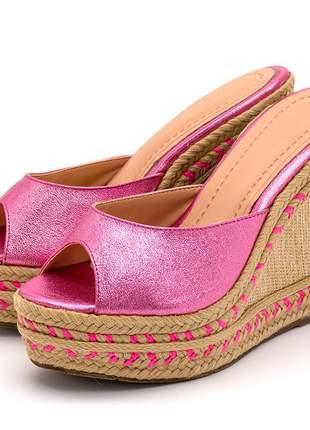 Sandália tamanco rosa cintilante salto em juta bege detalhe corda