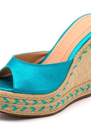 Sandália tamanco azul cintilante salto em juta bege detalhe corda