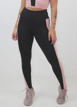 Calça legging fitness preto detalhe rosê lateral moda fitness