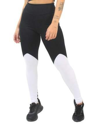 Calça legging fitness preta com branca moda fitness