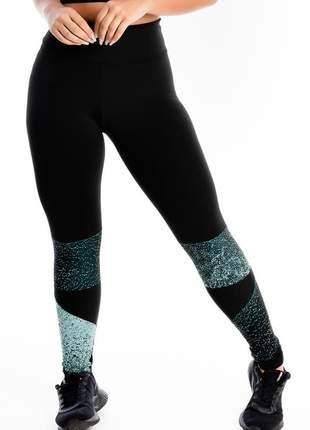 Calça legging fitness preta detalhe perna estampado moda fitness