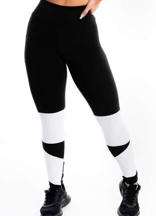 Calça legging fitness preta detalhe branco moda fitness
