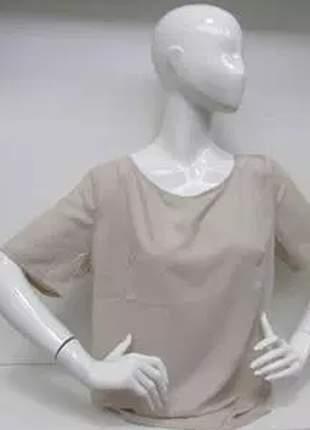 Blusa básica com gola redonda e detalhe nas costas.
