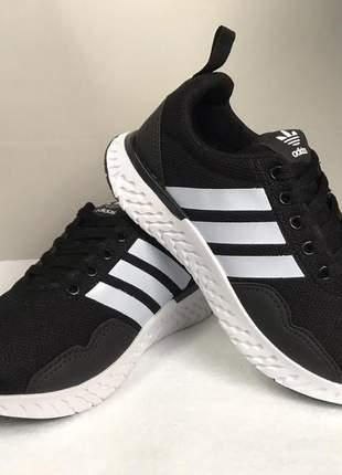 Tênis lindo e confortavel adidas ideal para caminhada...academias e dia a dia