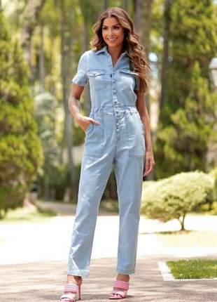 Macacão jeans longo com detalhes de botões