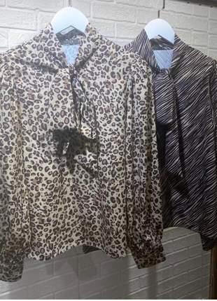 Camisa em crepe com laço estampa animal print