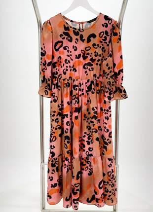 Vestido midi em crepe com elástico na cintura estampa animal print rosê