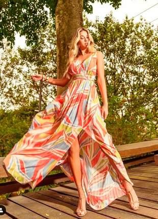Vestido longo super fluído em estampa floral com fenda incrível
