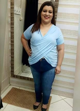 Blusa transpassada plus size
