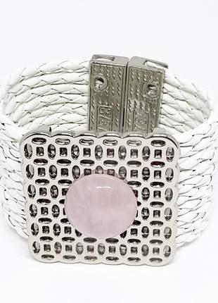 Um pulseira de couro branco e quartzo rosa