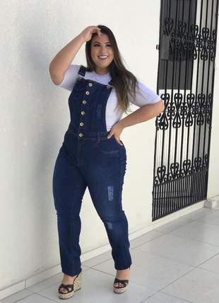 Jardineira jeans longa plus size